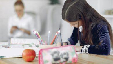 çocuklar ve okul ödevleri