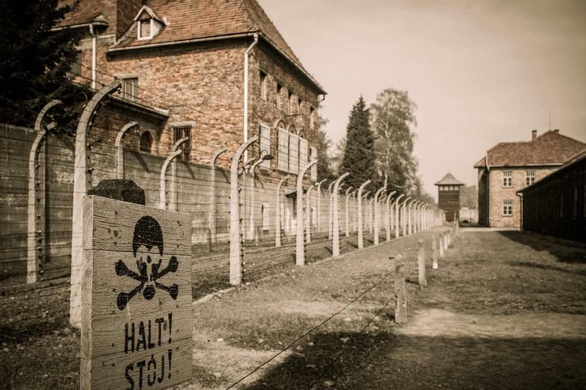 eski nazi toplama kampı auschwitz